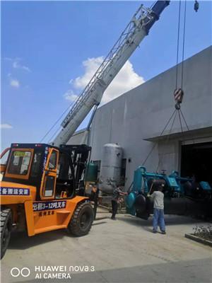 厂房搬迁中的设备吊装